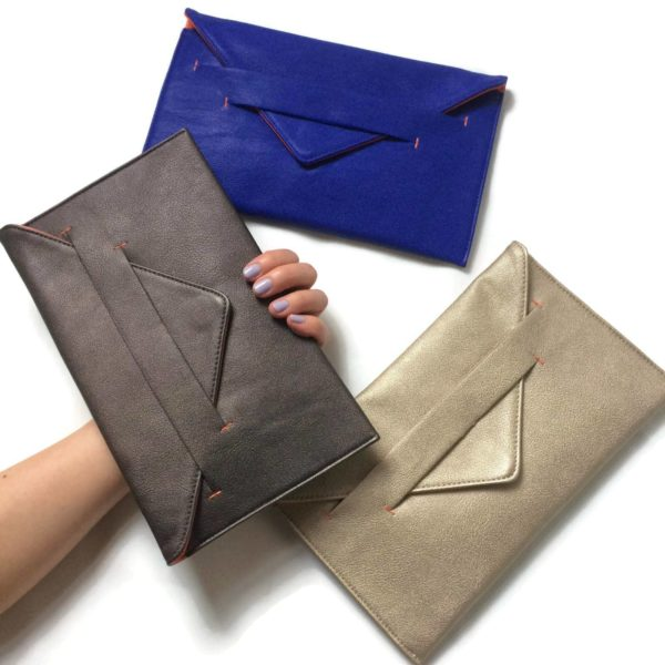 crossbody wallet in metallic vegan leather