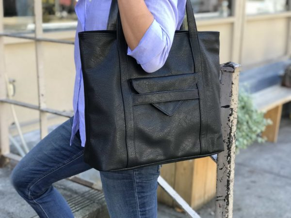 vegan leather tote in black